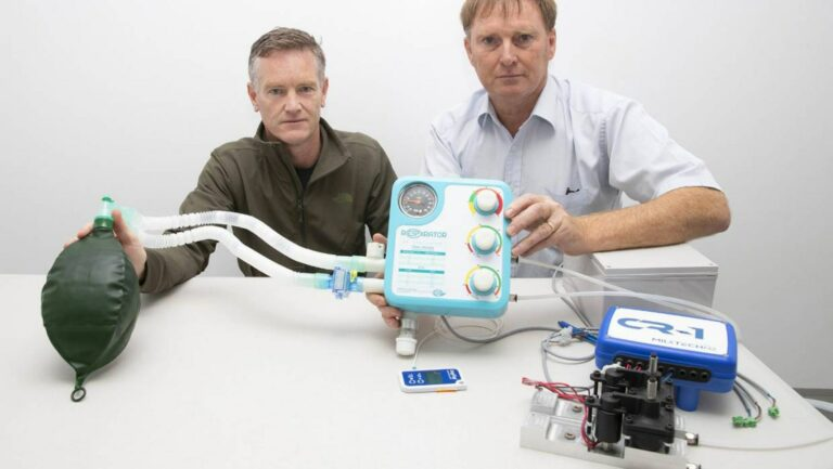 Dr Martin Harvey and Jeff Sharp with the RespiratorNZ